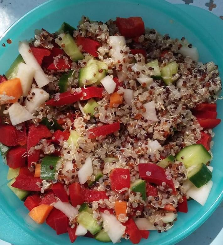 דגנים מונבטים עם ירקות
